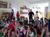 Pracownicy i uczniowie biorący udział w prezentacji